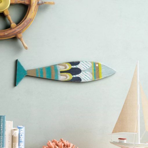 scalloped charming recycled wood fish wall décor
